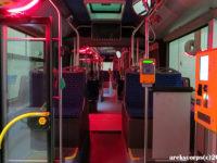 Nowe oświetlenie nad drzwiami świeci się na czerwono podczas ich zamykania