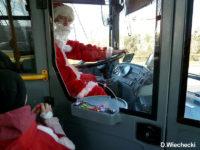 Mikołaj za sterami autobusu