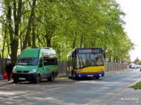 """Linia busowa do Słupna na przystanku """"Borowiczki Park""""."""
