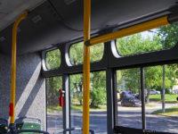 Dodatkowe szyby nad oknami doświetlające wnętrze pojazdu