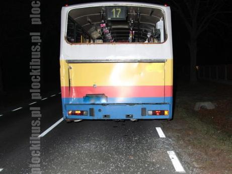 02.11.2010 - Sikórz. Wypadek Jelcza PR110M #575. Źródło: www.policja.plockinfo.pl