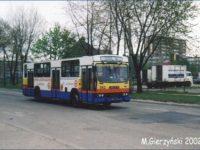 Jelcz 120M #592 jako pierwszy w październiku 1993 r. wyjechał na ulice w miejskim malowaniu. Na zdjęciu posiada już żółty kolor z przodu.