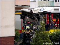 Płock, al. Armii Krajowej, 18.06.2013 r. MAN NL223 #698 po uderzeniu w blok
