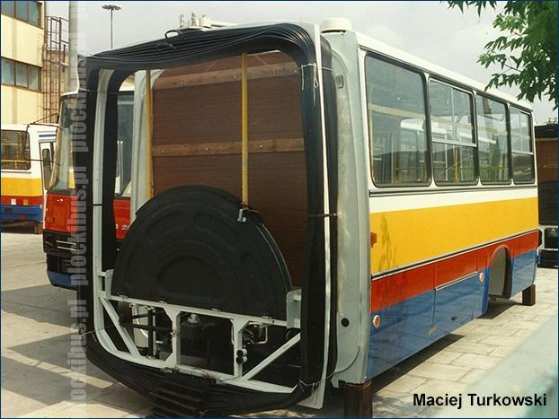 Płockie Ikarusy 280.70H czekające na montaż już na terenie warszawskiej zajezdni R-13