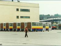 Płockie Ikarusy 280.37H czekające na montaż już na terenie warszawskiej zajezdni R-13