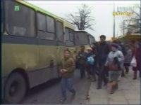Jelcz 080 obsługujący jedną z linii. Zrzut ekranu z Dziennika Telewizyjnego. Źródło: TVP Historia.
