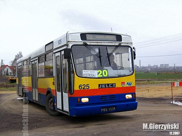W takie tablice kierunkowe wyposażone były autobusy podczas objazdu