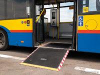 Rampa dla wózków inwalidzkich w jednym z najnowszych Solarisów