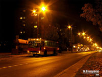 M11-ka nocą w centrum Płocka