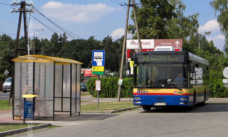 """Autobus linii 30 na pętli """"Słupno, zajazd"""""""