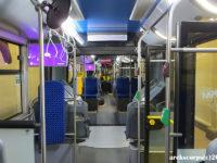 Wnętrze przegubowego Solarisa - po lewej stronie miejsce dla matki z wózkiem