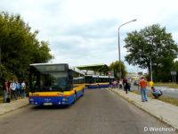 Części autobusów udało się wjechać na plac postojowy i zabrać pasażerów
