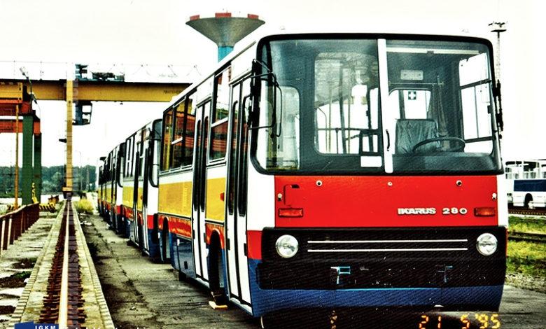 Ikarusy dla Płocka przygotowane do załadunku oczekują na rampie kolejowej w Budapeszcie