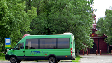 Bus na linii 115 na pętli w Święcieńcu