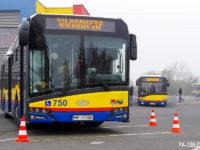 Autobusy oczekujące na zadania finałowe
