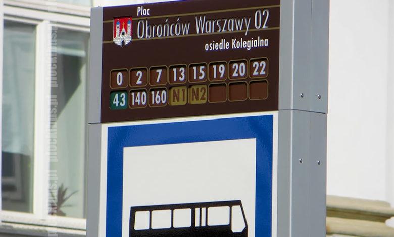 Słupek informacyjny na przystanku pl. Obr. Warszawy 02