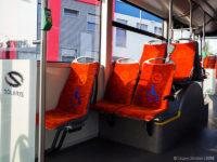 Pojedyncze siedzenie po jednej stronie środkowych drzwi