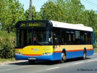 Rzucające się w oczy różne odcieie koloru żółtego. Bok autobusu po odmalowaniu przez KM.