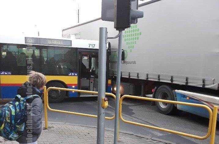 Photo of Kolizja autobusu z tirem