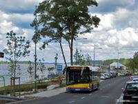 Autobus linii 44 oczekuje przy nabrzeżu wiślanym na rozpoczęcie kursu z przyst. Rybaki, molo
