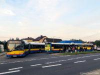 Linia L2 obsługiwana przez MANa #693 dowiozła pasażerów do autobusów linii 120