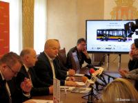 Konferencja prasowa przy podpisaniu umowy na midibusy