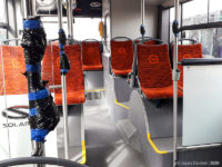 Zaklejone przyciski wewnątrz autobusu