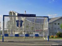 Wiata w kształcie bramki na przystanku Orlen Arena 01