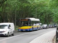 Autobus linii nr 2 na ul. Mostowej