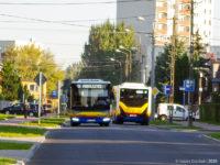 Dwa mijające się Karsany na linii 18 na ul. Filtrowej
