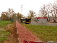 Budowa nowego chodnika wzdłuż pętli na Winiarach