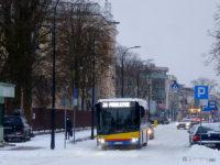 Solaris w zimowej scenerii na ul. 3 Maja