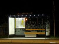 Podświetlone wnętrze wiaty na przystanku Padlewskiego 02