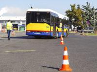 Slalom między pachołkami i parkowanie przodem (fot. KM-Płock)